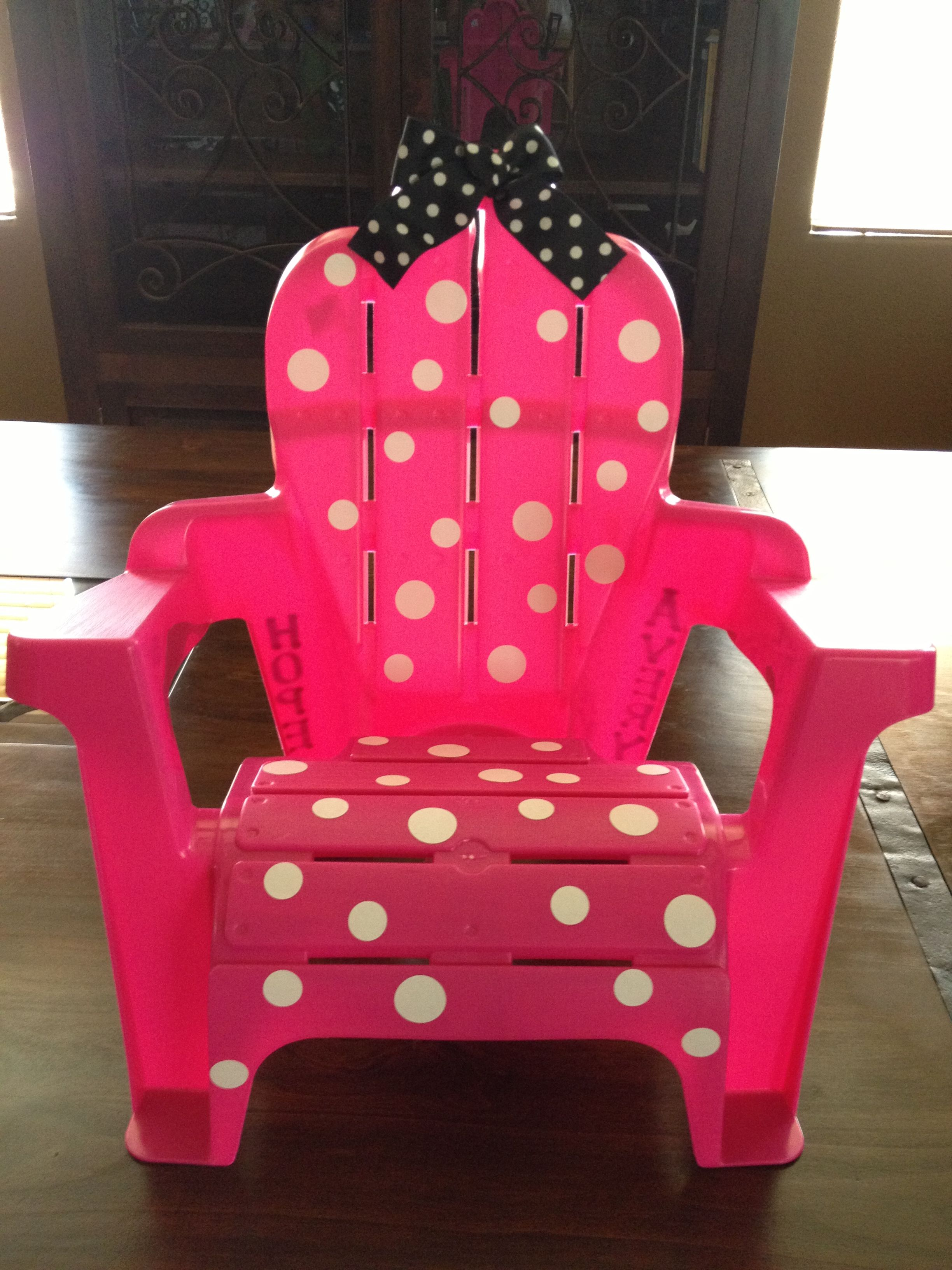 Minnie Mouse Stoel : Minnie mouse chair made out of a plain toddler chair from wal mart