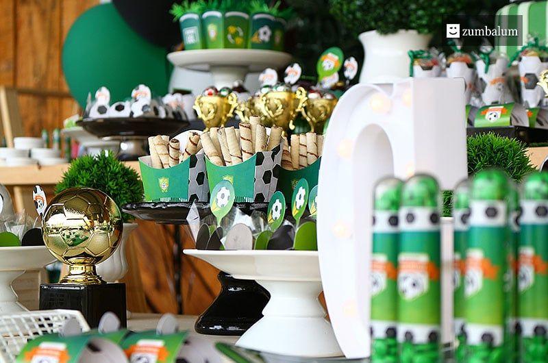 c9ba7785fd Decoração festa tema futebol Linda mesa de personalizados para todos os  times! Aniversário 5 anos