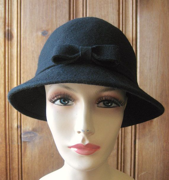 """Chapeau d'hiver dames noire classique avec Bow - Vintage 100 % laine feutre - chapeau noir en laine douce, Simple - 22"""" bande taille moyenne à grande"""