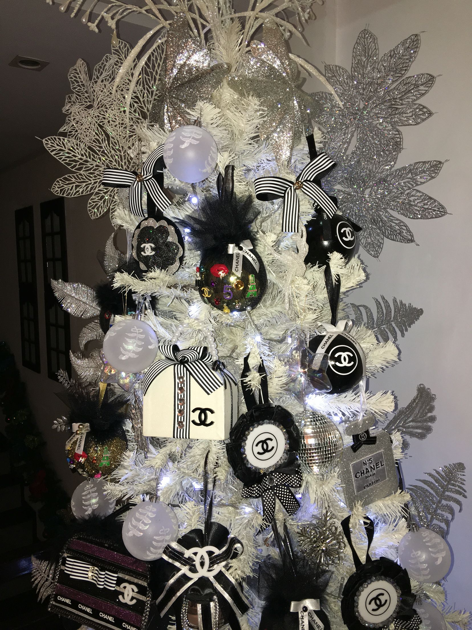 Chanel Christmas Ornaments.Chanel Ornaments Chanel Christmas Tree Elegant Christmas