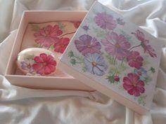 *Katita Artes*: Kit - Caixa MDF + Toalha de Mão + Sabonete                                                                                                                                                      Mais