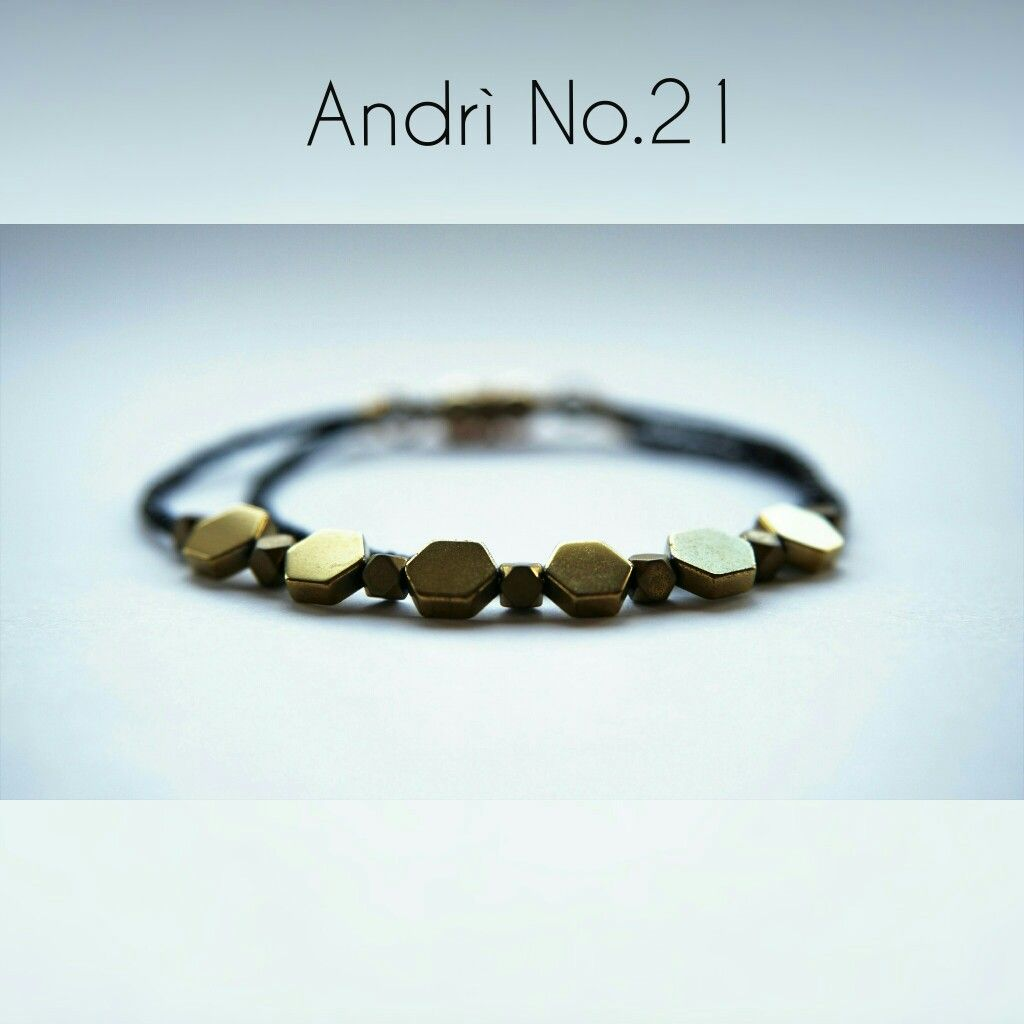 Andrì no handmade minimalistic beaded bracelet for a stylish girl