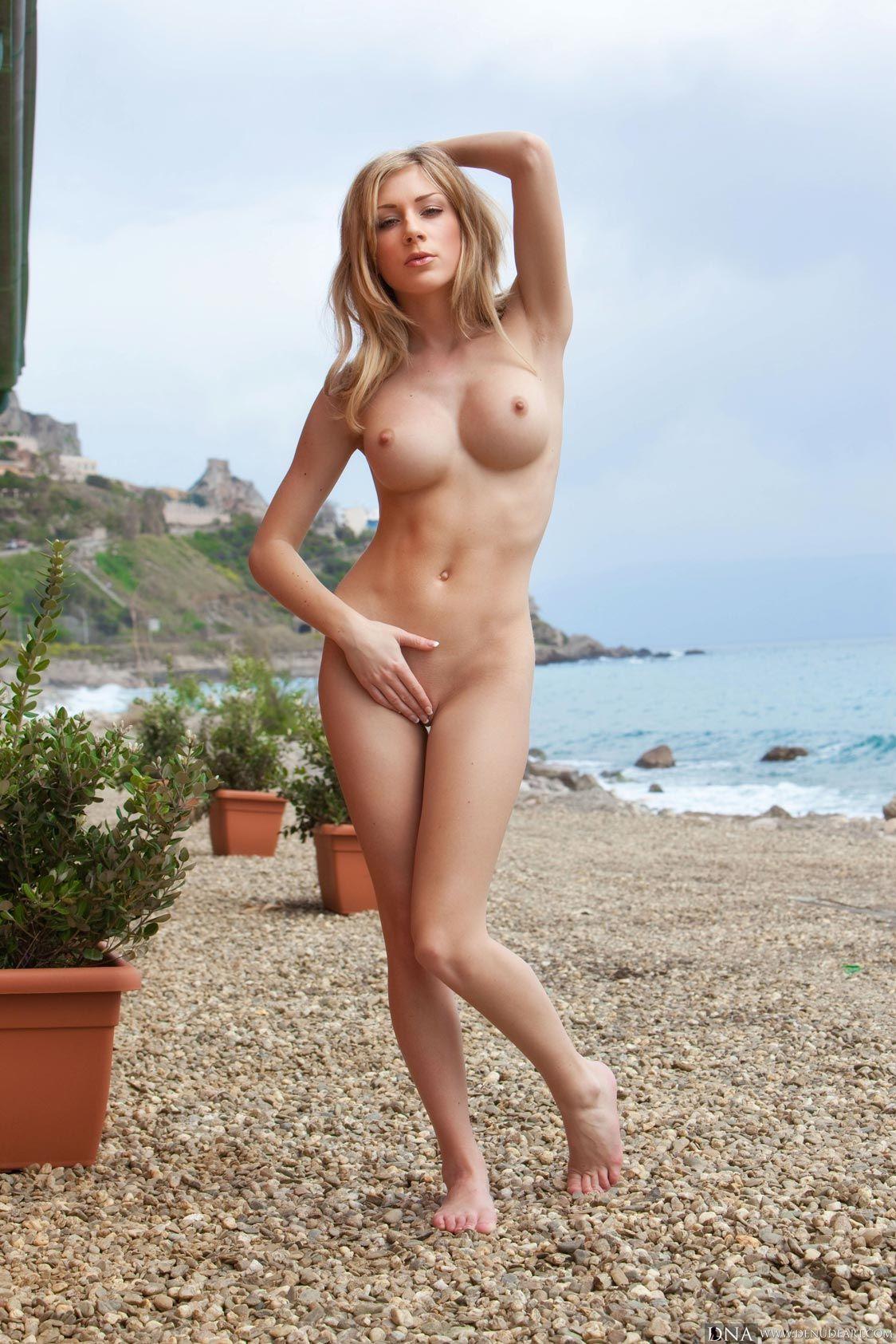 Julia crown nude pics