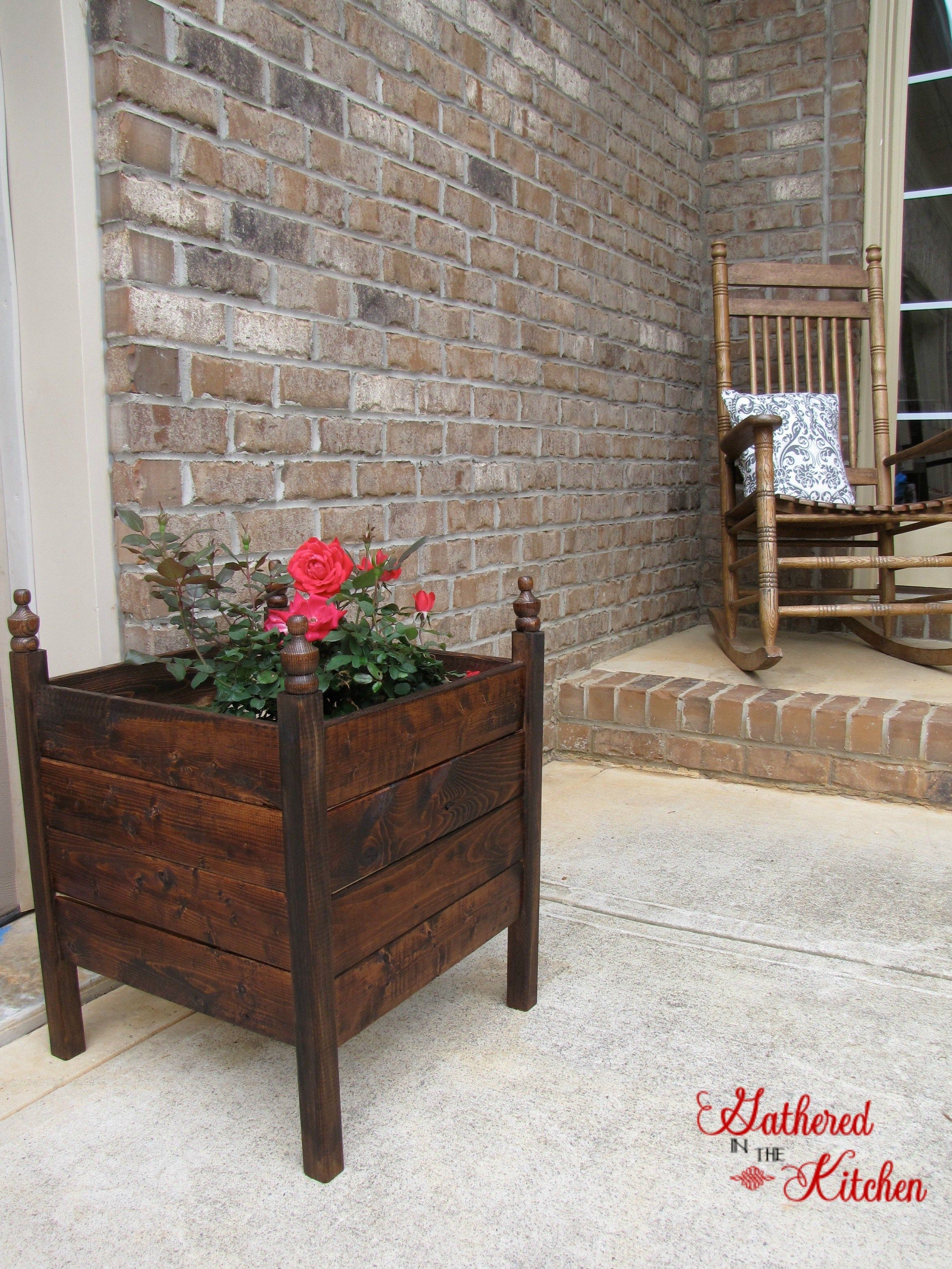 $12 DIY Planter Box - spruce up your curb appeal with easy outdoor gardening planter boxes