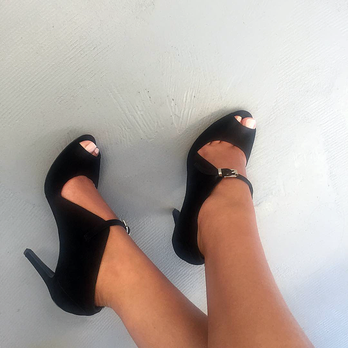 L'enfant Terrible - Add a slick edge to your everyday style with this classic silhouette.. 👀💕📽#lenfantterrible #terriblesworld #sandals #instaheels #shoeoftheday #pumps