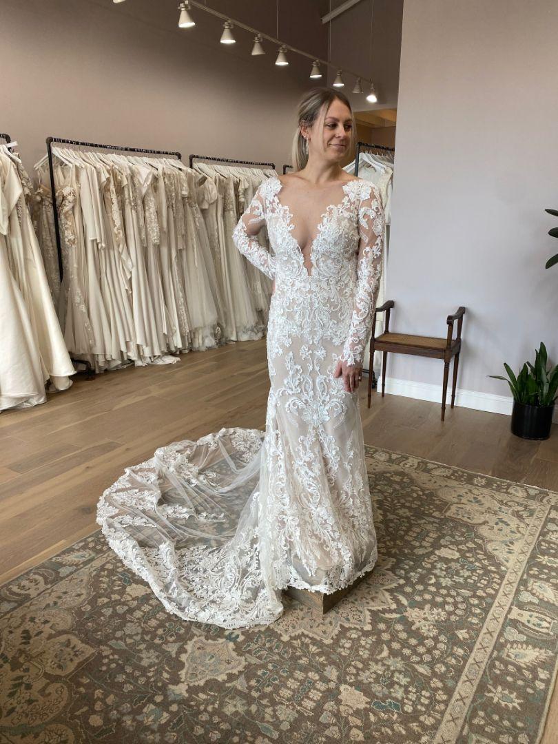 Toulou By Atelier Pronovias In 2021 Designer Wedding Dresses Dresses Wedding Gowns [ 1080 x 810 Pixel ]