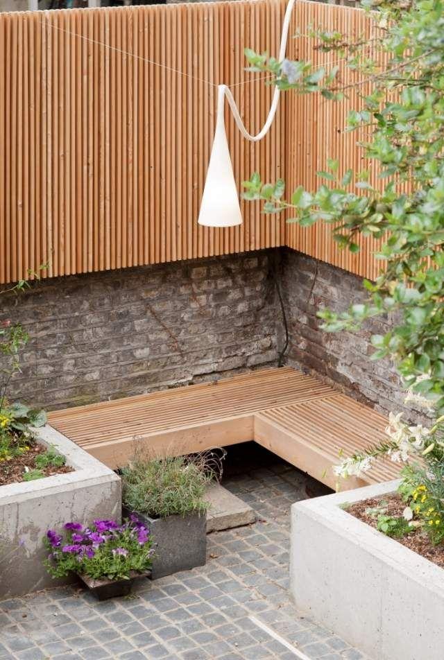 Sitzecke Garten Hinterhof Gestaltung Holz Sitzbank Holz Sichtschutz