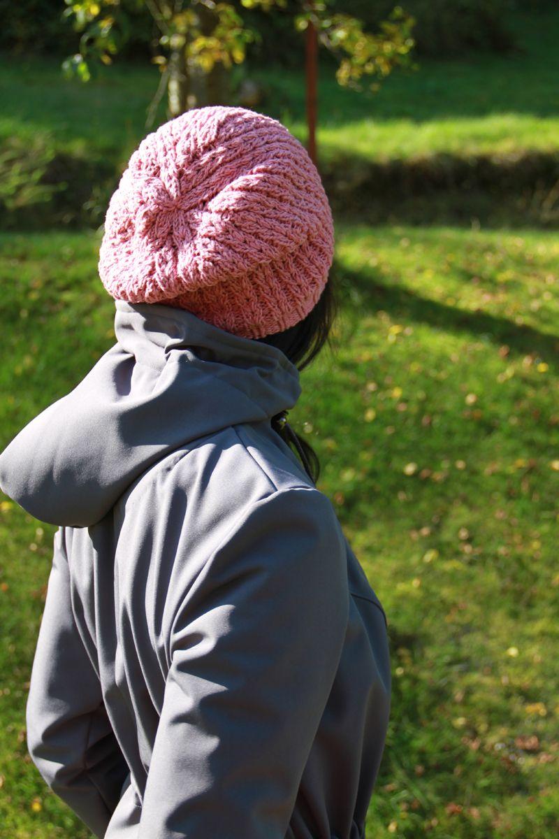 7681366c49a Návod na dámskou pletenou čepici s překrásným vzorem