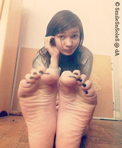emo teen feet