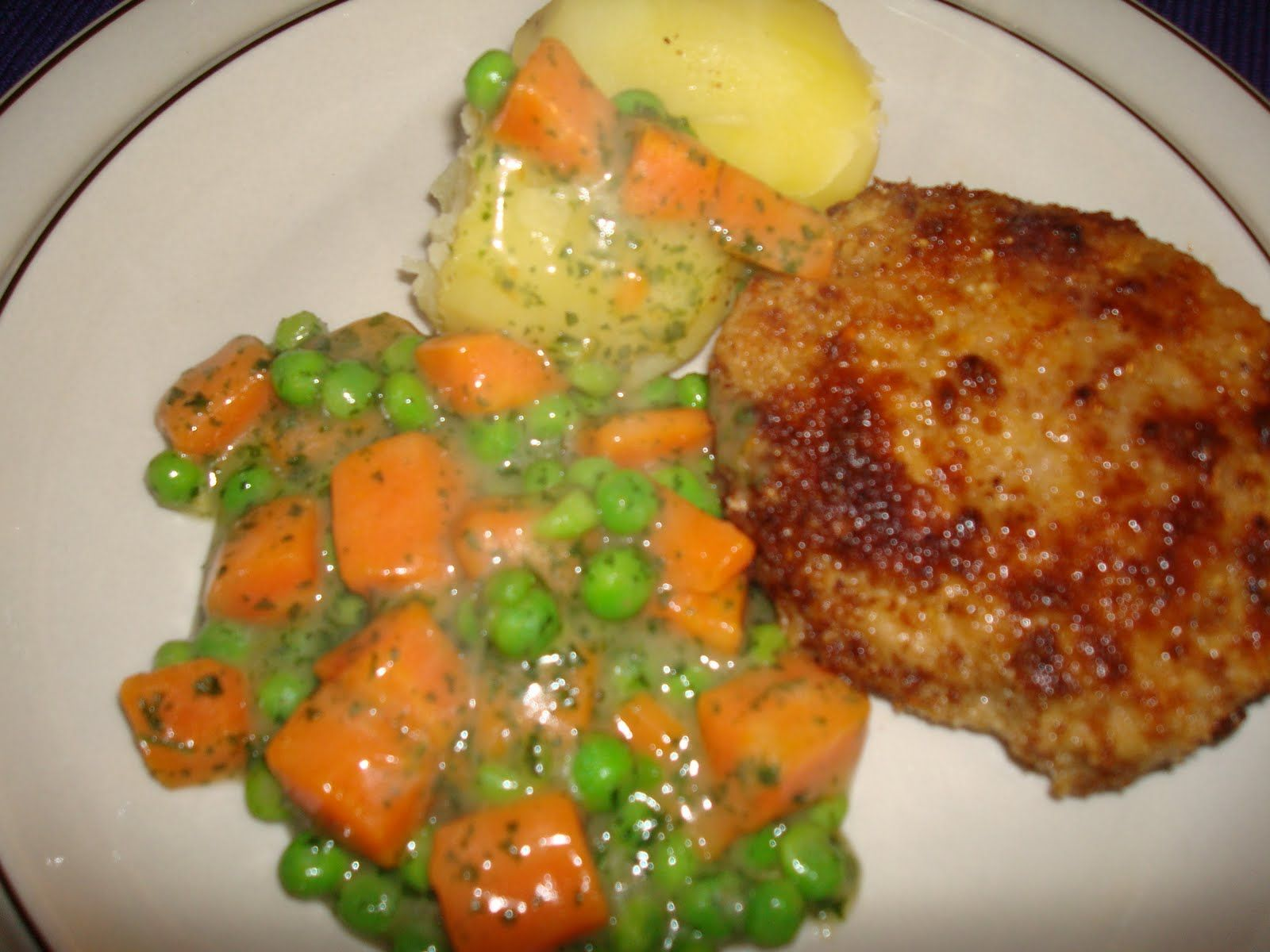 Old Fashioned Rissoles With Carrots And Green Peas Gammeldags Karbonader Med Gulerodder Gronaerter Mad Ideer Opskrifter Aftensmad
