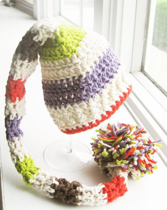crochet elf hat with pom pom (I like how she photographed this ...
