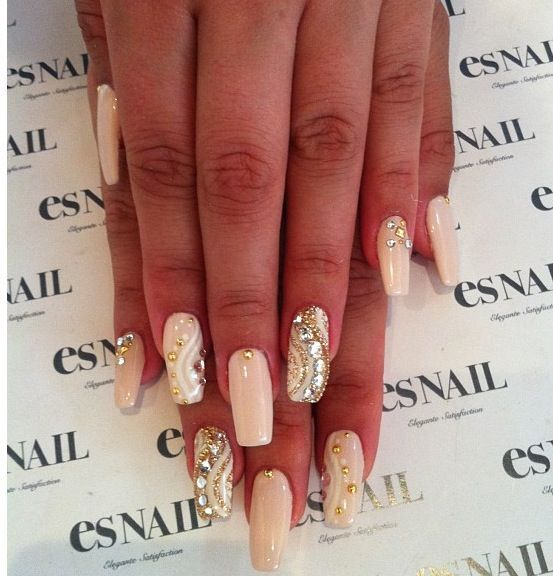15 Nude Nail Designs That Go Well With Everything - fashionsy.com ...