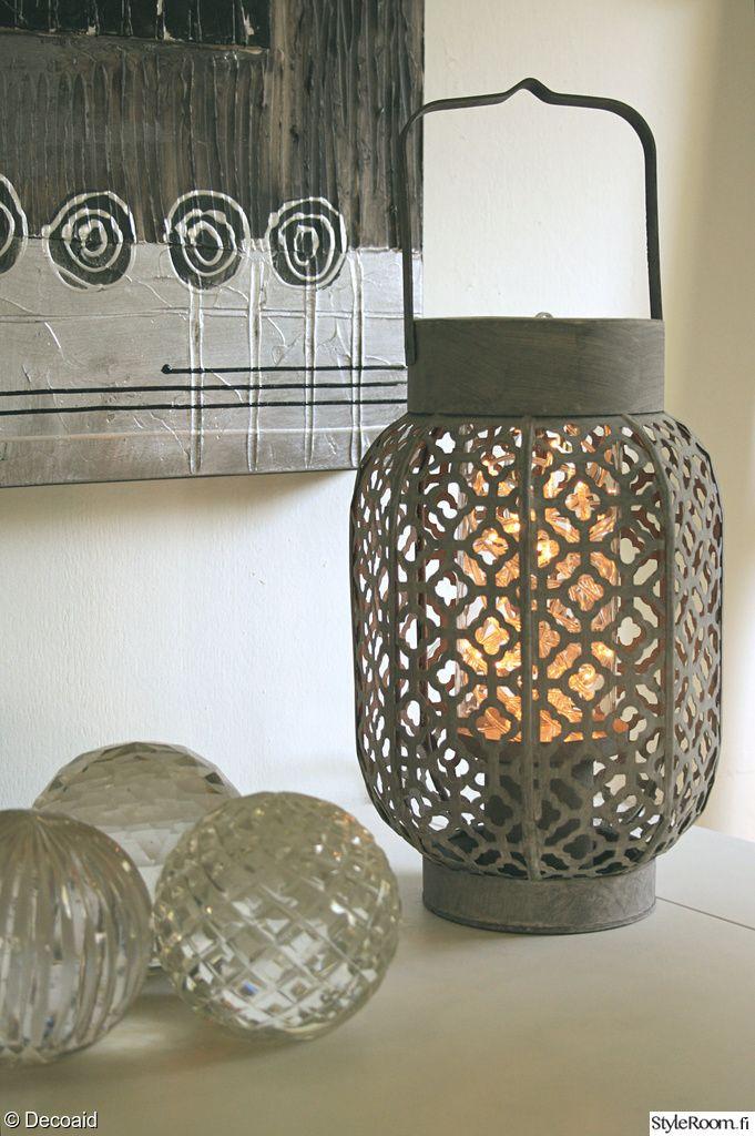 olohuone,lyhty,lasipallo,marokkolainen