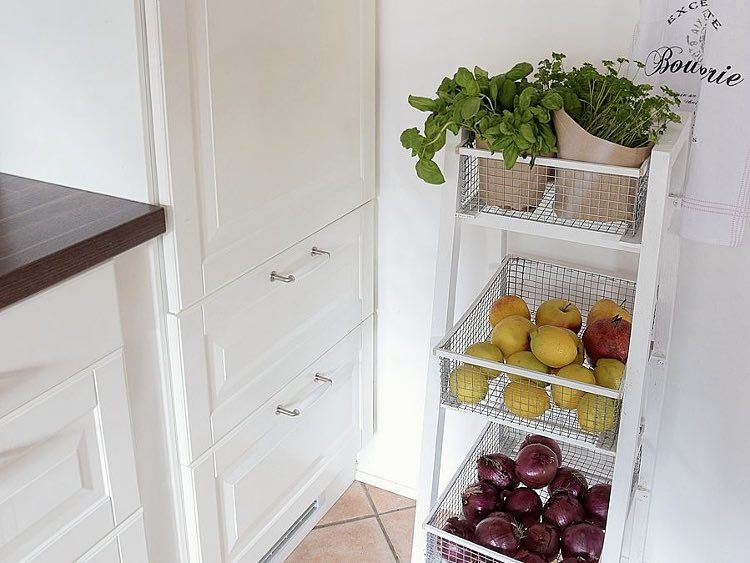 Küchenregale Ideen ~ Anleitung: küchenregal mit körben selber bauen via dawanda.com