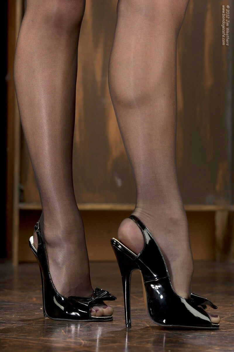 Pretty Black Patent Leather Sling Backs Filled With Black -1002