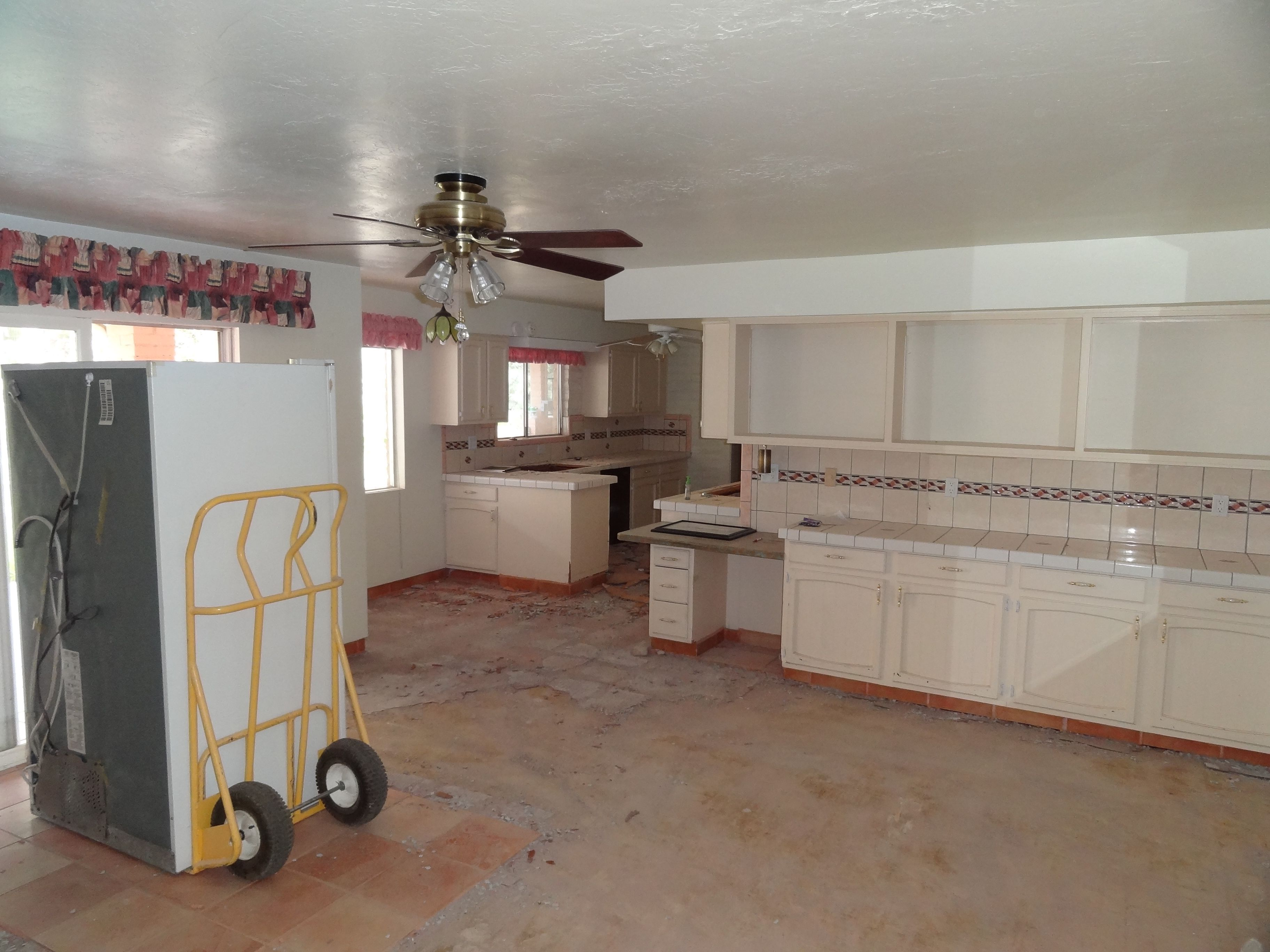 Before kitchen remodel by Soloway Designs.