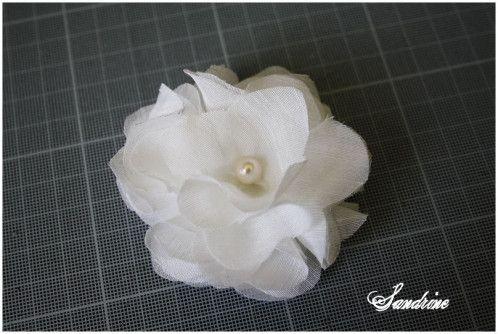 tutoriel pour faire une jolie fleur en tissu cr a pinterest fleurs en tissu tissu et fleurs. Black Bedroom Furniture Sets. Home Design Ideas