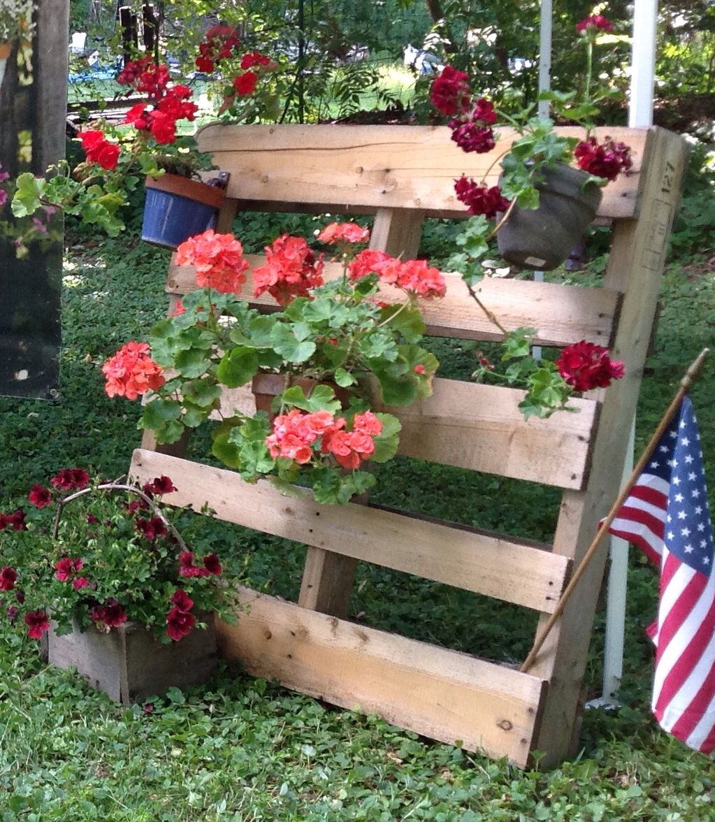 Diy pallet garden secure clay pots with hangapot for
