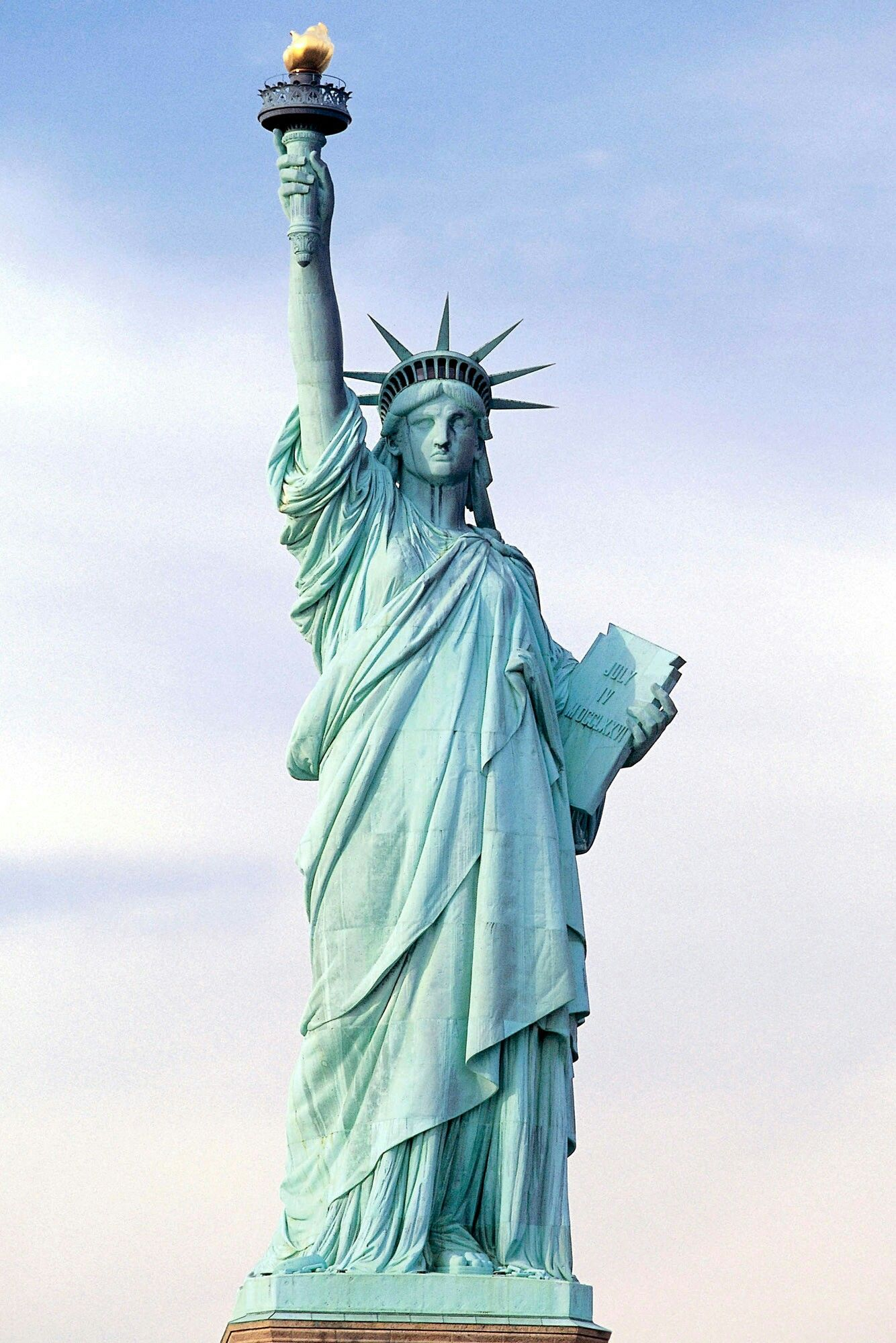 The Statue Of Liberty A Gift Given By France To Usa In 1886 Located On Liberty Island In New York Standbeeld Kunst Reizen