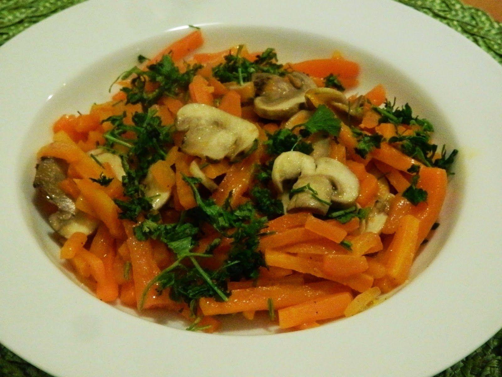 Champiñones con zanahorias. Receta paso a paso con fotos: http://katiachile.blogspot.com/2014/08/zanahorias-con-champinones.html