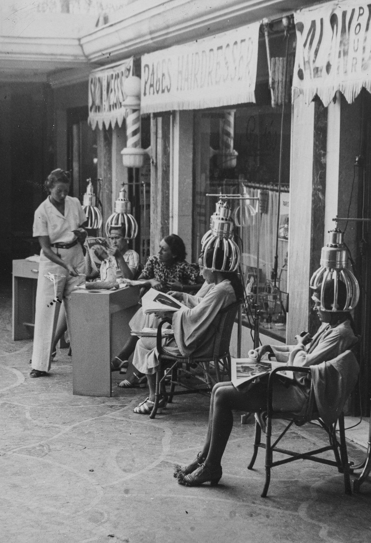 d7d1cf3a9addf8 At a hair salon in Cannes, France, 1937 : TheWayWeWere | Global ...