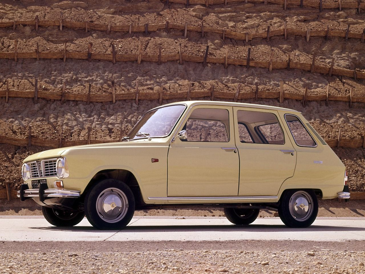 All photos of the renault rodeo 6 on this page are represented for - Renault 6