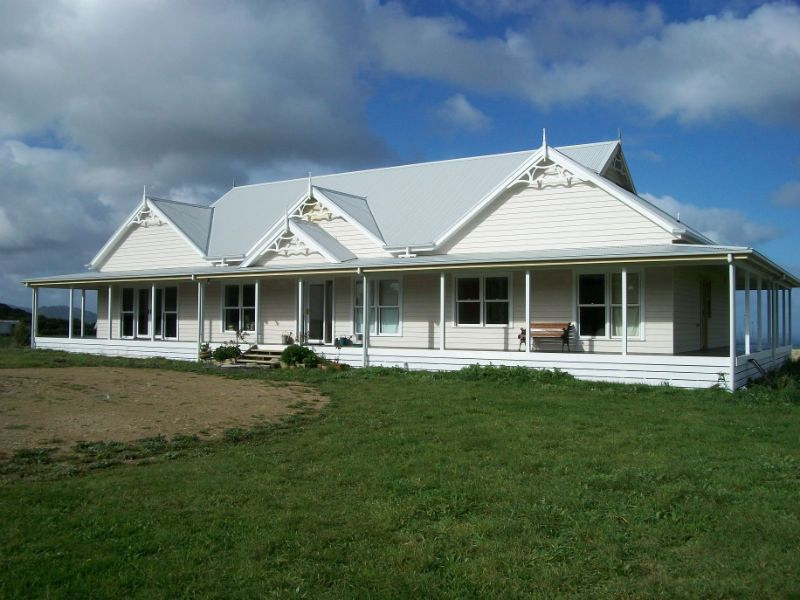 2 Twin Gables A Double Verandah Line And Dutch Gables Create A Timeless Traditional Roof Line Weatherboard House Facade House Homestead House