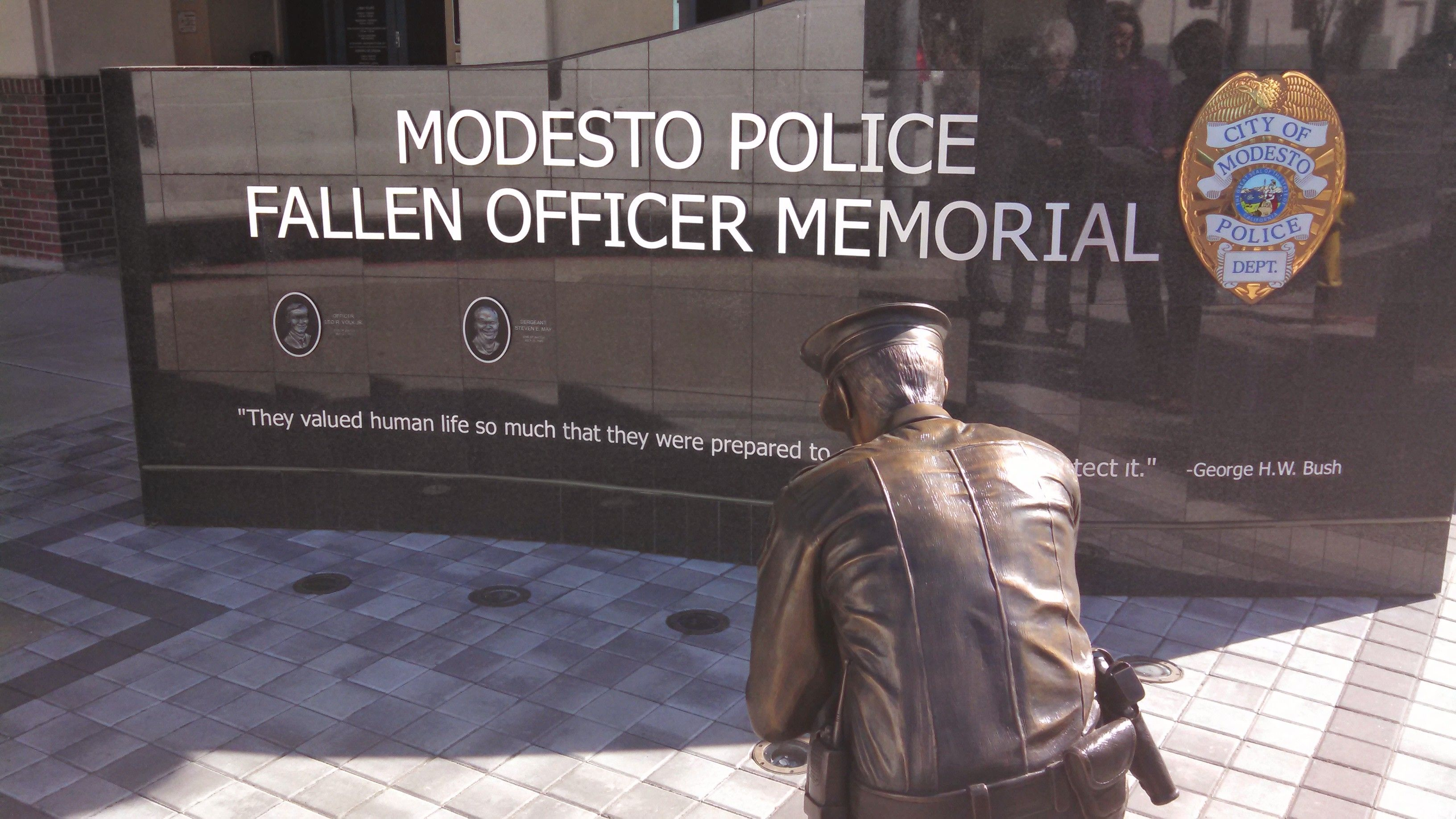 Wonderful And Moving Tribute To Fallen Officers Outside The Modesto Police Department Fallen Officer Modesto Modesto California