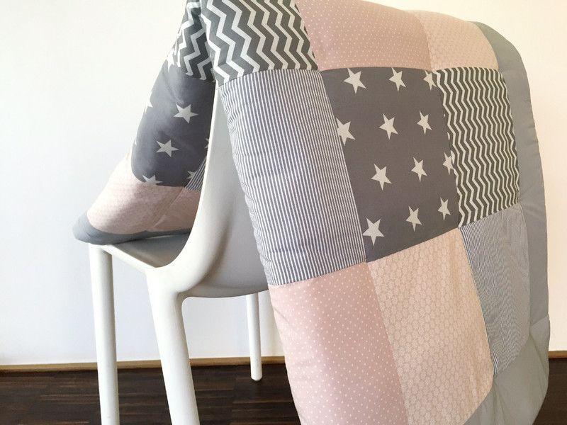 krabbeldecken versandbereit krabbeldecke grau puderrosa ein designerst ck n hen kids. Black Bedroom Furniture Sets. Home Design Ideas