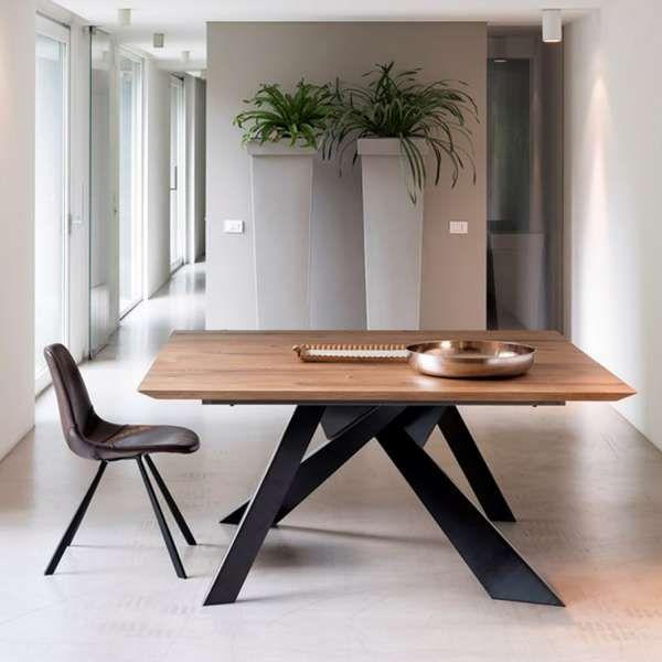 Table Design Carree En Bois Massif Avec Pieds En Metal Finition Industrielle Toledo Table Salle A Manger Salle A Manger Design Salle A Manger Bois
