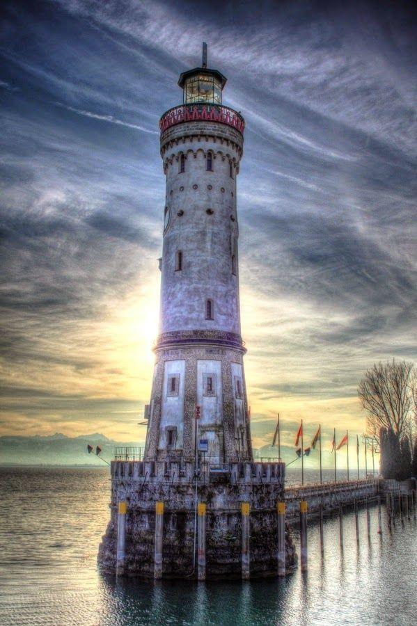 Beautiful lighthouses around the world lindau lighthouse for Most beautiful lighthouses in the us