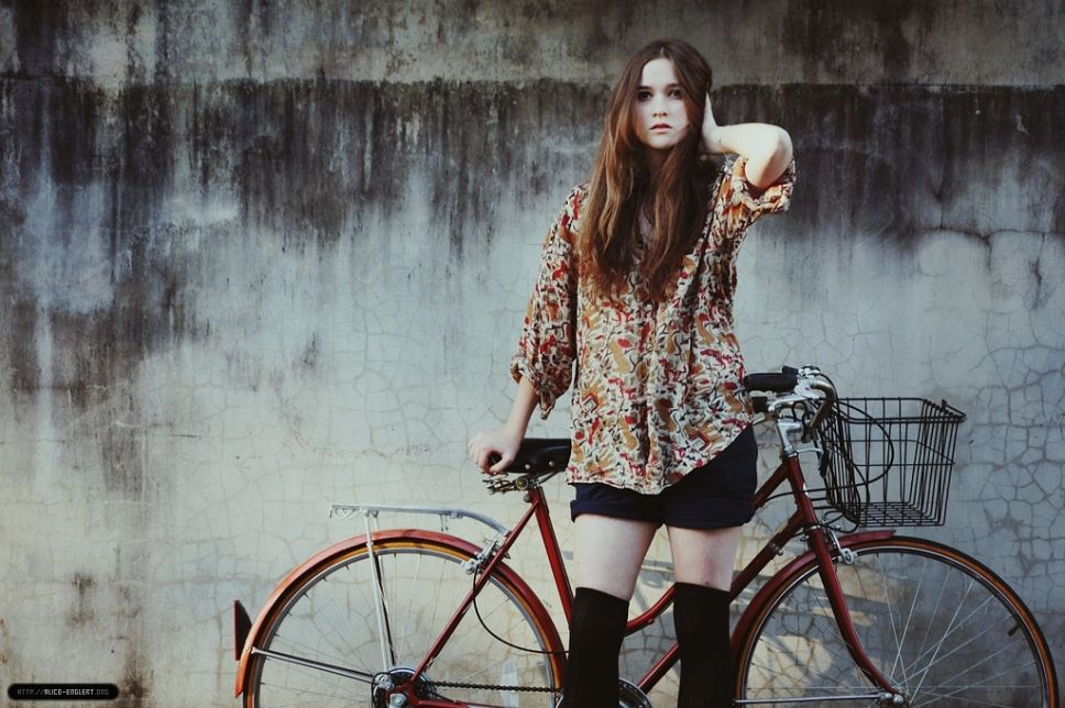 alice englert height