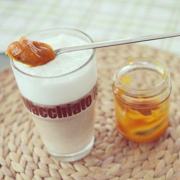 Pumpkin-Spice-Latte mit selbstgemachter Kürbisbutter. Rezept auf: www.tastearound.blogspot.de #pumpkinspicelatte #kürbisbutter #tastearound #food #süßes