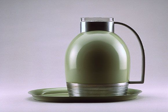 Streamlined thermos with tray - The American Thermos Bottle Co. - 1935 - designer Henry Dreyfuss.