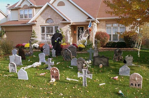 13 halloween front yard decoration ideas yard decorations frontyarddecorationsforhalloweenpicture12 httphomedit13 halloween front yard decoration ideas workwithnaturefo