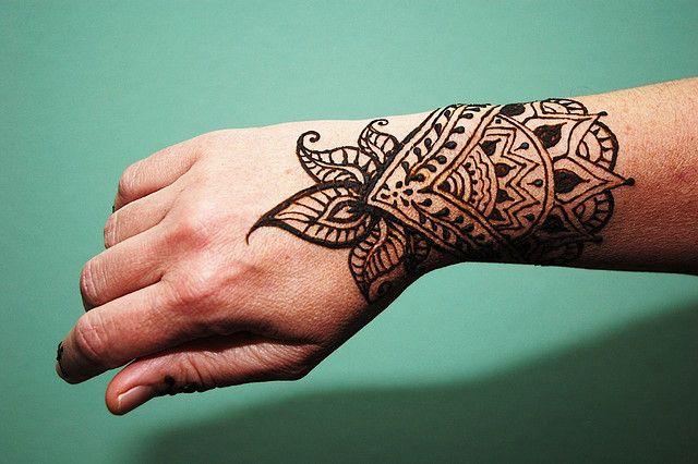 Mehndi Tattoos For Wrist : Henna wrist buscar con google tattoos