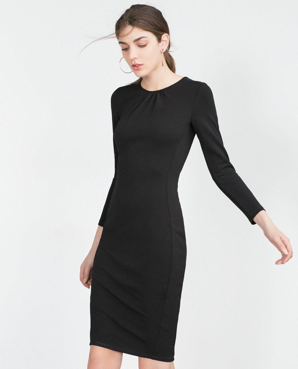 8c070e7fbb Los 17 vestidos negros de Zara con los que triunfarás en Navidad de día y  de noche