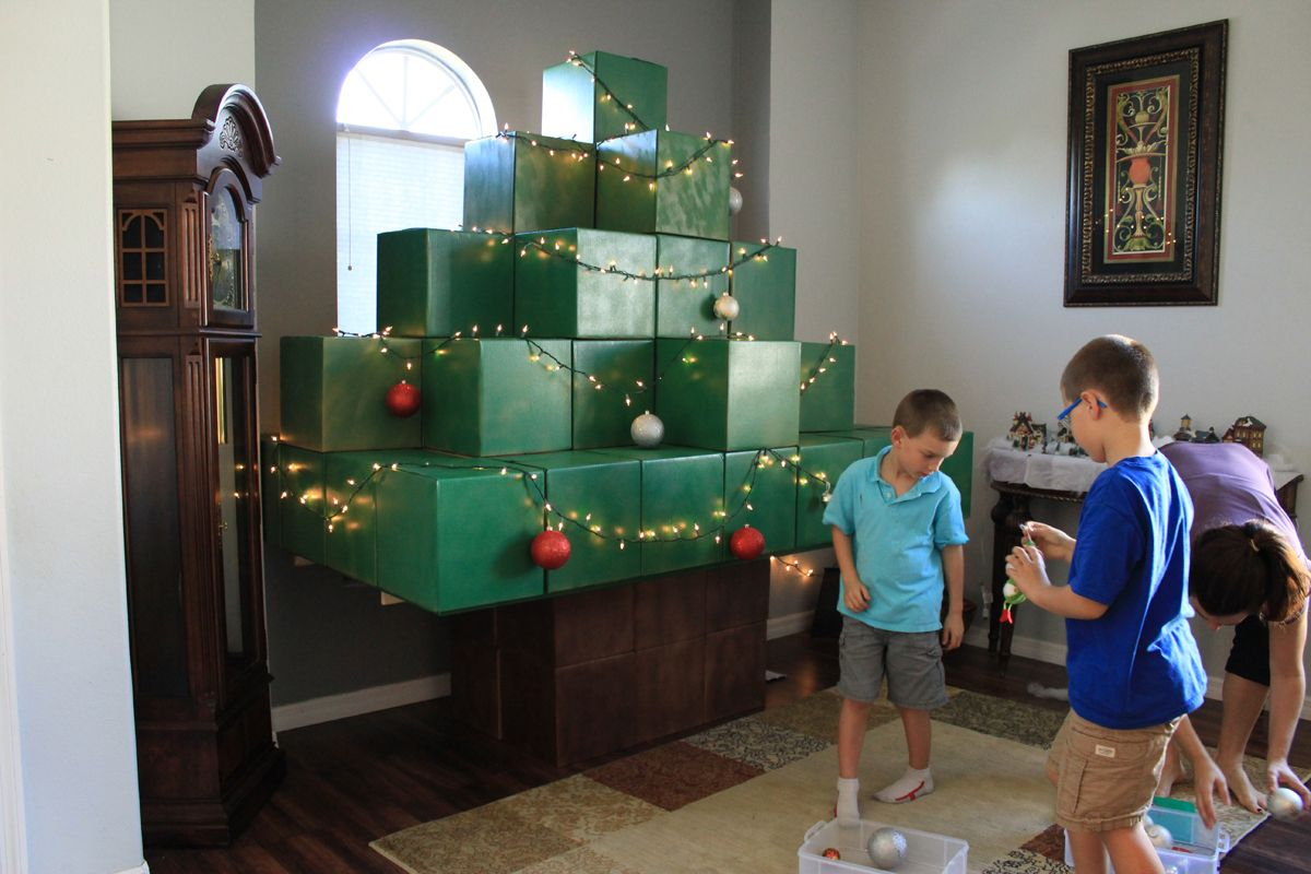 Life Size Minecraft Christmas Tree Thinkthunk Minecraft Christmas Tree Minecraft Christmas Minecraft Theme