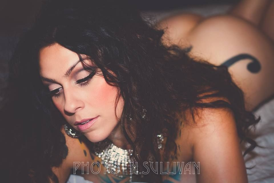 danielle colby cushman almost nude
