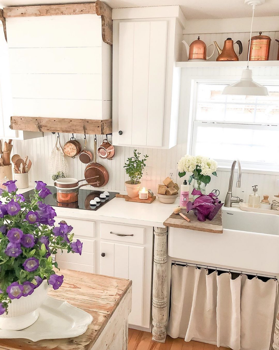 How to decorate your farmhouse kitchen for Spring like Becky ...