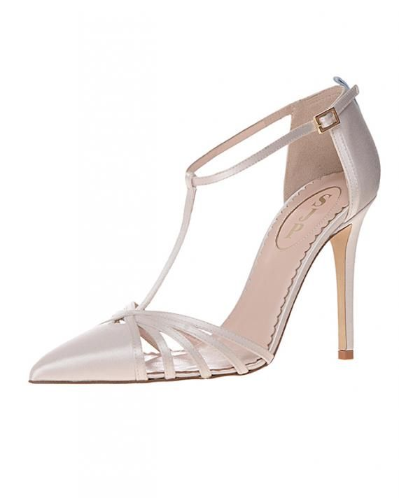 Sarah Jessica Parker Puts Her Best Foot Forward With Her New Collection Of Shoes Designed Just For Brides Bridal Shoes Wedding Shoes Sjp Shoes