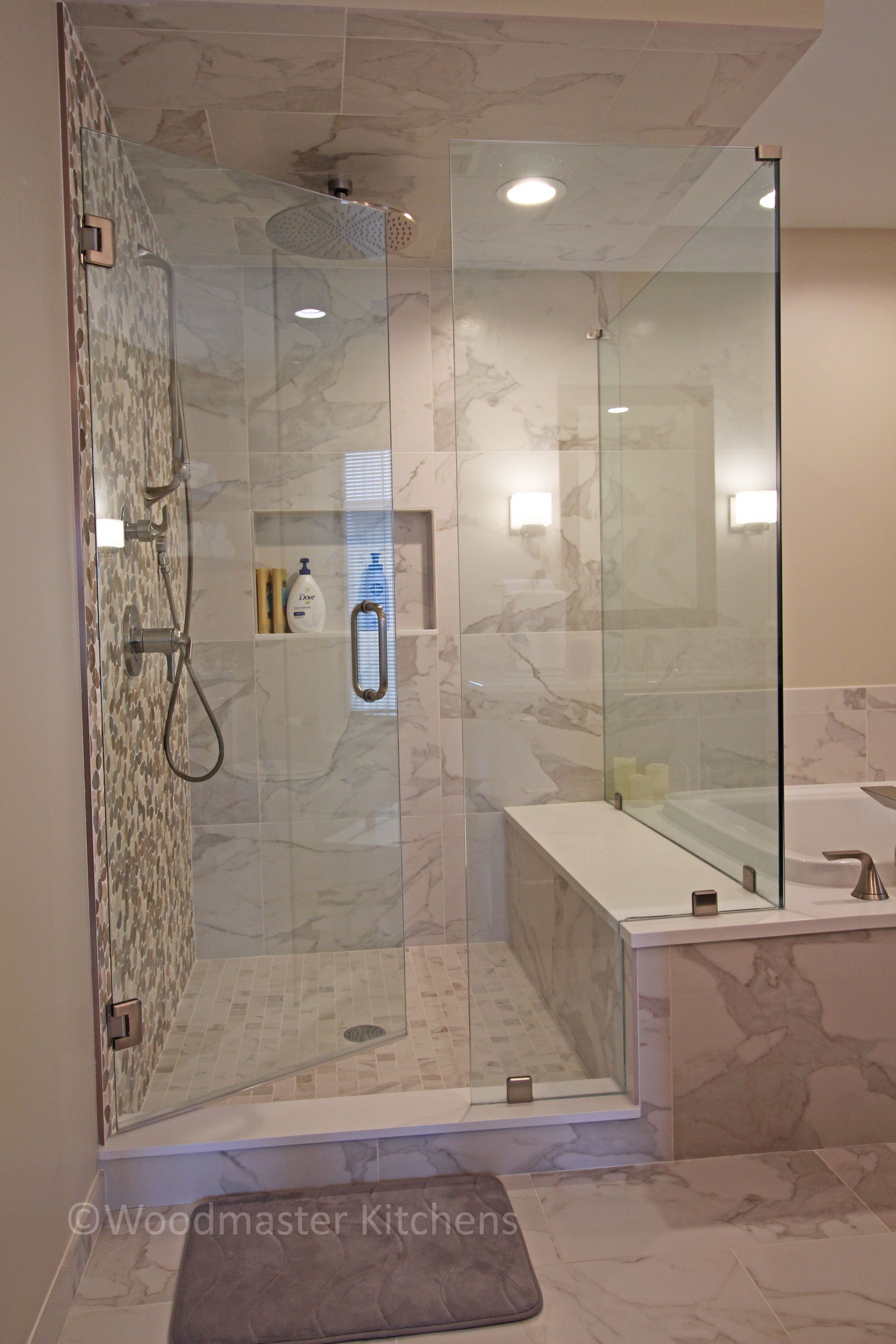 This Transitional Bathroom Design Incorporates Contemporary Elements With Natural Features Such Shower Tile Bathroom Design Small Transitional Bathroom Design