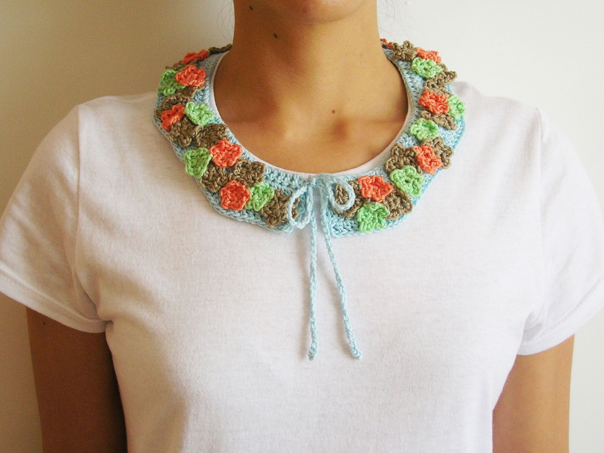 Crochet collar with flowers: FREE pattern Cuello con flores a ...