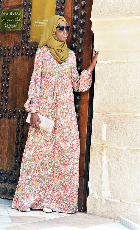 c8fb0d94395 LONGUE ROBE ABAYA PAISLEY Ramadan 2017 lookbook grande Mosquée de Paris -  vestiaire de la femme musulmane  longues robes abaya