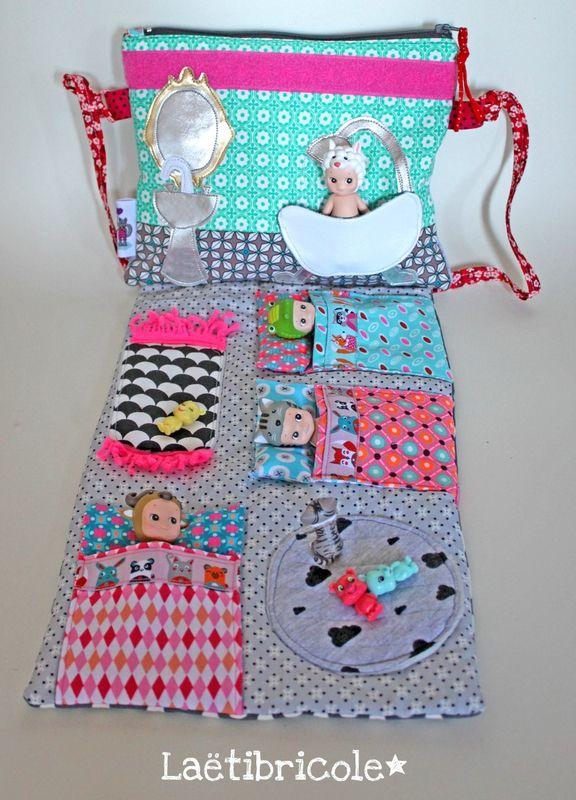 la pochette de voyage laetibricole envies pinterest pochette de voyage petit personnage. Black Bedroom Furniture Sets. Home Design Ideas