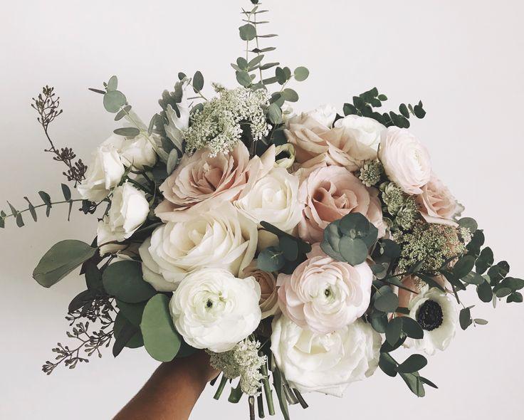 Pin by Carmel Ellen on Bouquet in 2019 | Wedding flower guide, Wedding flowers, Rustic wedding flowe