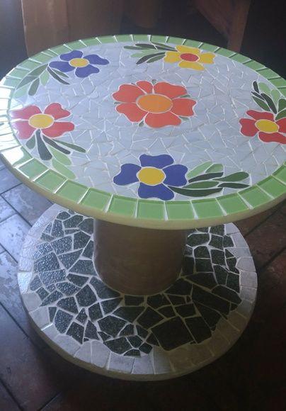 Mesa De Apoio Para Sala Ou Varanda Com Rodizio Sob Encomenda Pode Ser Feita Em Outras Dimensões Cores Ou P Artesanato Em Mosaico Carretel De Madeira Mosaico