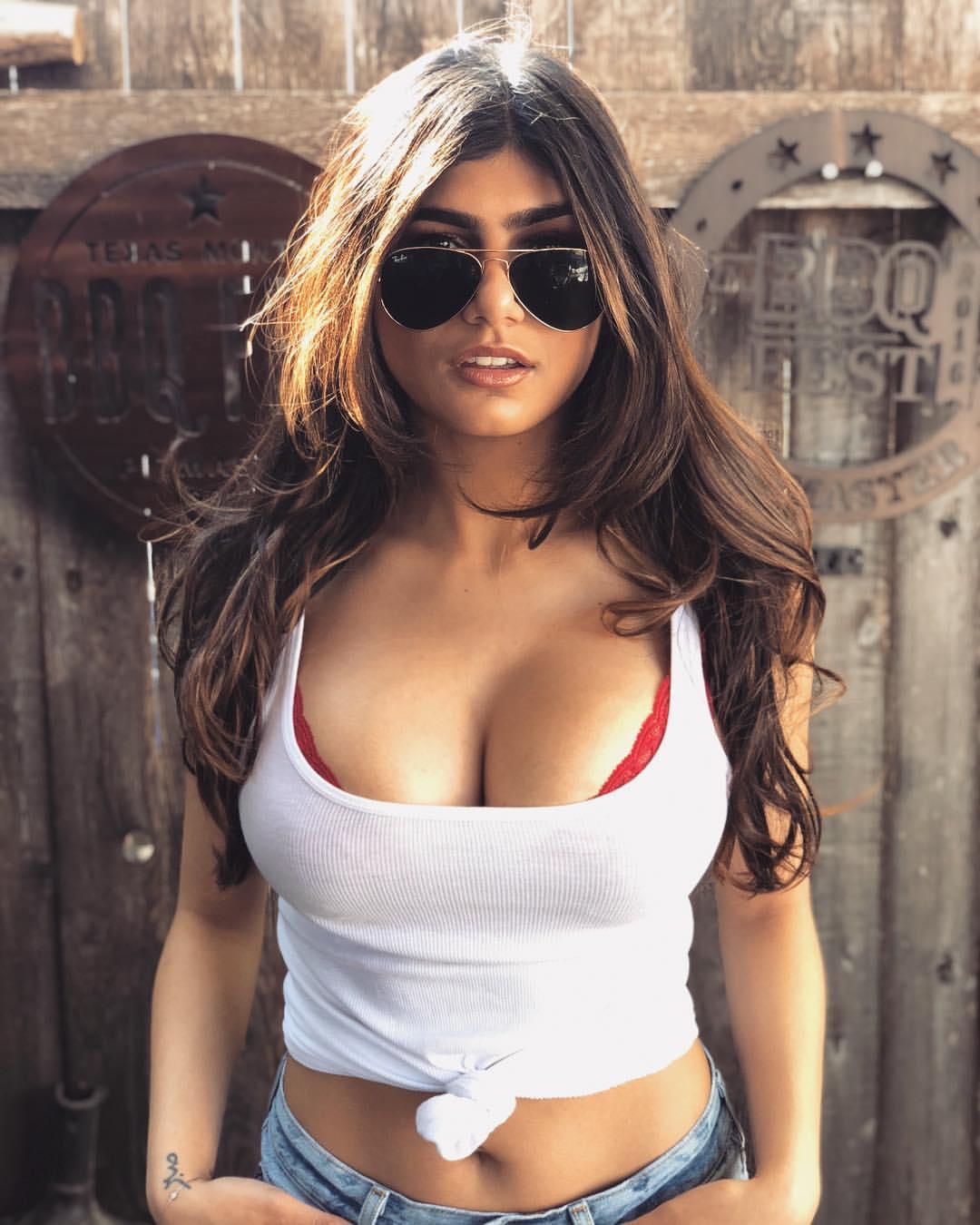 350 best Mia Khalifa images on Pinterest | Female bodies