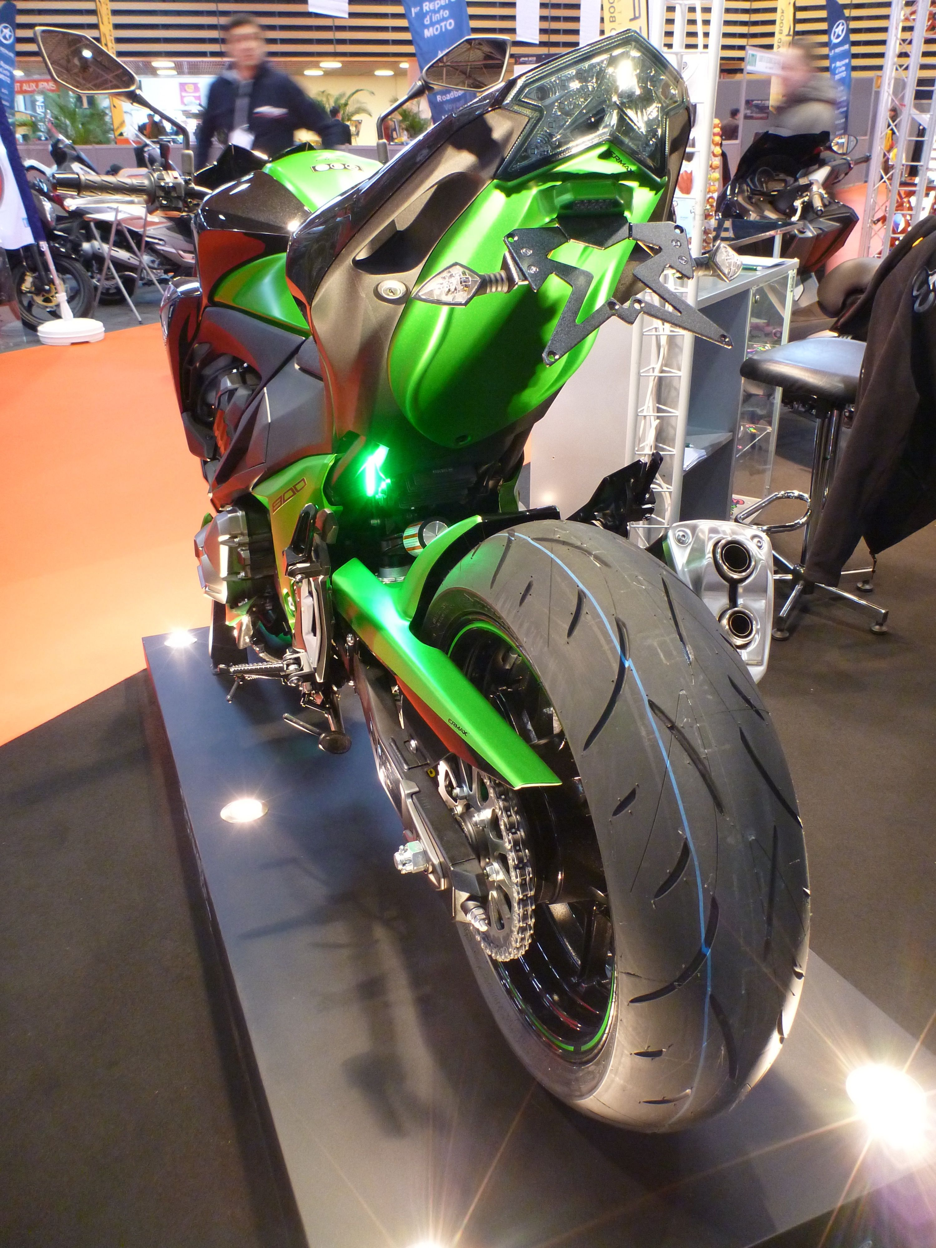 z 800 under tail at jpms lyon france kawasaki z800 pinterest motos and sportif. Black Bedroom Furniture Sets. Home Design Ideas