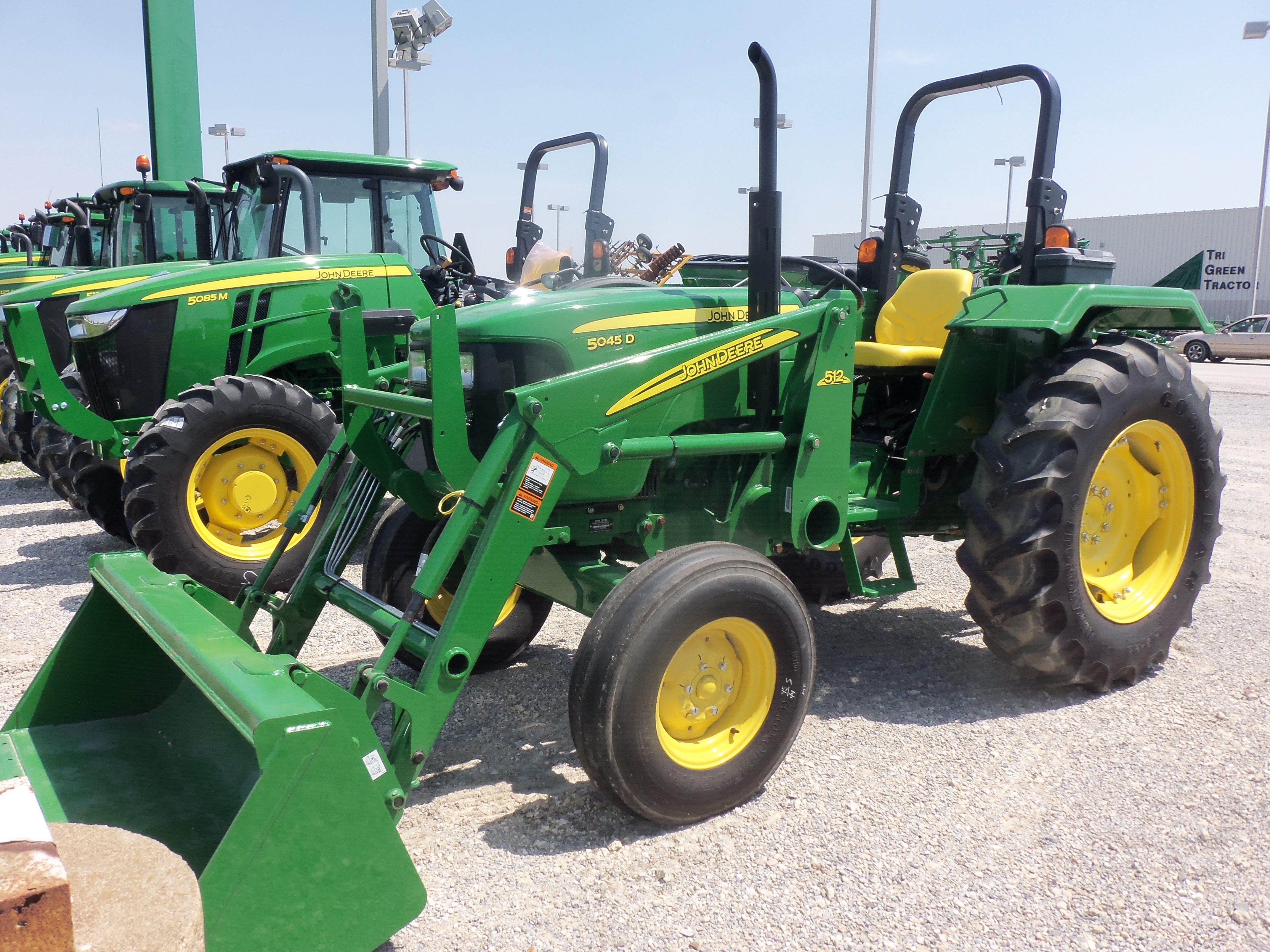 John Deere 5045D with 512 loader